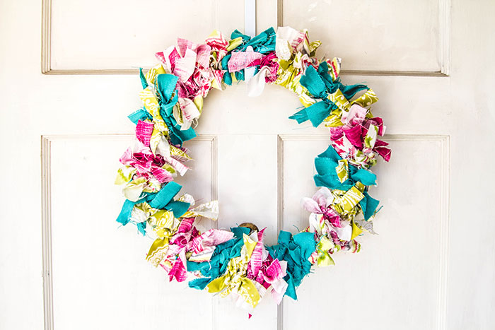 Easy No-Sew Fabric Wreath from Fabric Depot & Supply
